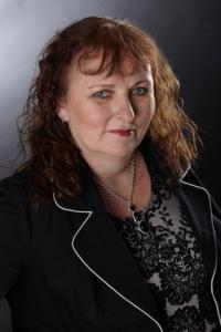 Lynn Cahoon bio